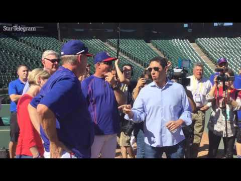 Rangers surprise Bobby Jones with '65 Mustang as retirement gift