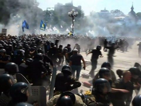 Jedan poginuo i 100 povređenih u Kijevu