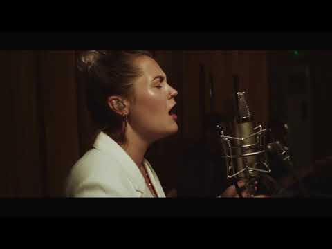 Elli Ingram - Stone Cold (Live Performance)