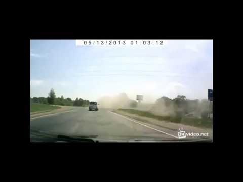 Accidentes en vivo: coche vuela por los aires
