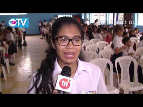 Premian a mejores alumnos y docentes de Estelí