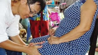 Long Xuyen (An Giang) Vietnam  City pictures : Miracle healing at Long Xuyên, An Giang Vietnam.越南龍川市場旁神手施治瞬間治病