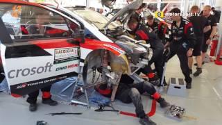 ll tempo stringe, ma i meccanici fanno il miracolo! Ecco come i tecnici Toyota hanno sostituito in un batter d'occhio il cambio sulla Yaris di Esapekka Lappi!