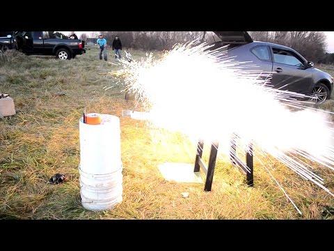 他自製完成超危險的「電磁軌砲」後進行測試,無法預測的結果讓大家未看先流冷汗…