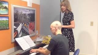 "Taylor Swift sings Adele ""Someone Like You"" accompanied by leukemia patient"
