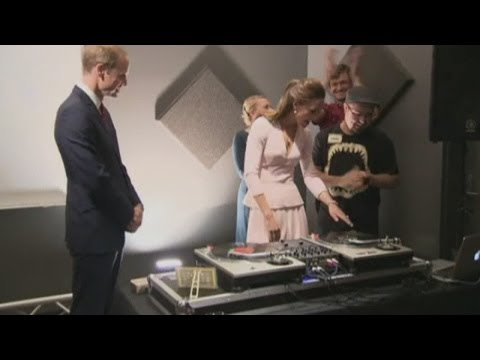 Will's - Subscribe to ITN News: http://bit.ly/1bmWO8h The Duke and Duchess of Cambridge showed off their street credentials in Adelaide with both trying their hands at DJing on their tour of Australia....