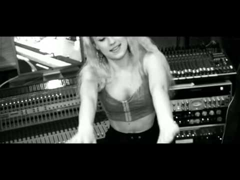 Iggy Azalea - Murda Bizness (Feat. T.I.) [Official Studio Video]