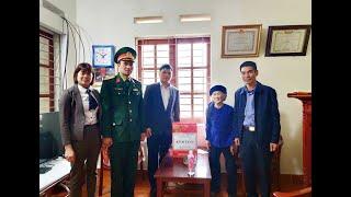 Chủ tịch UBND thành phố Nguyễn Mạnh Hà tặng quà Tết người có công