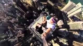 Tự sướng trên đỉnh toà nhà cao nhất HongKong