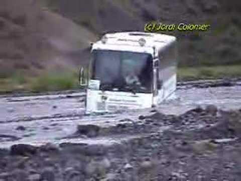 遊覽車司機表示:我只是想要洗車,沒想到會變成這樣…