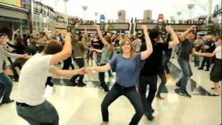 Video Denver Airport Holiday Flash Mob MP3, 3GP, MP4, WEBM, AVI, FLV Juni 2019