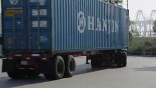 Video Gate to Gate: What Happens When a Truck Picks Up a Container? MP3, 3GP, MP4, WEBM, AVI, FLV Agustus 2017