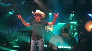 Tailgate Watch: Justin Moore performs the title track off his new album