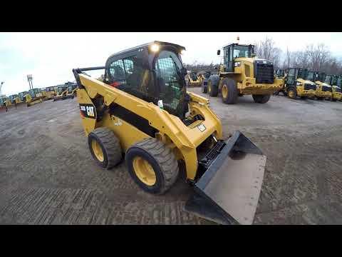 CATERPILLAR SKID STEER LOADERS 262D equipment video P9_7LirsQm4