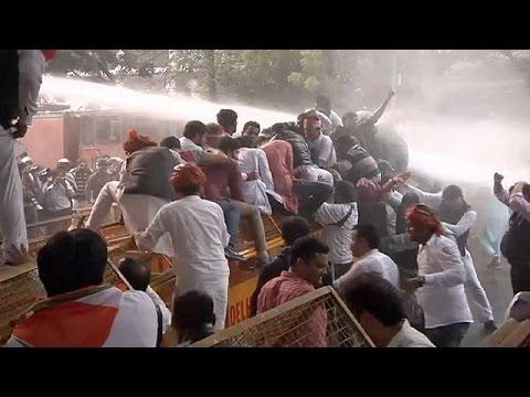 Ινδία: Συγκρούσεις διαδηλωτών και αστυνομικών στο Ν.Δελχί