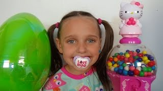 Bad Baby Victoria Gumballs Surprise Eggs Gross Annabelle Bad Baby Black Eye Victoria vs Annabelle & Crybaby Daddy Toy...