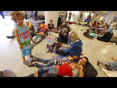 Ουγγαρία: Συνεχίζουν τη διαμαρτυρία οι μετανάστες που δεν τους επιτρέπεται να ταξιδέψουν στη…