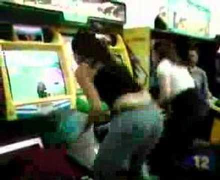 oyun oynarken firikik veren kızlar