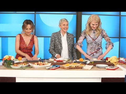 Ellen and Nicole Kidman Try to Learn Cooking Skills from Giada De Laurentiis - Thời lượng: 6:12.
