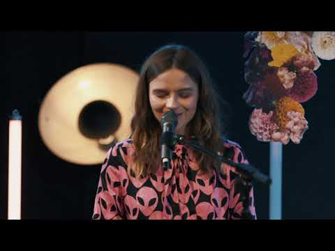 Gabrielle Aplin - Love Back (live)