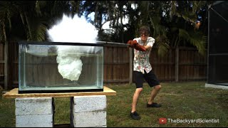 Video Pouring Molten salt into Water - Explosion! MP3, 3GP, MP4, WEBM, AVI, FLV Juli 2019