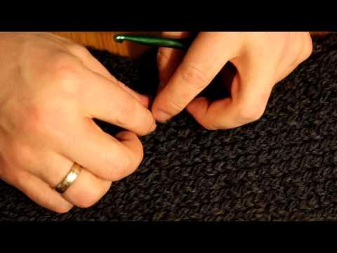 Schal mit Strickrahmen stricken Teil 07/07: Knotenenden verstecken