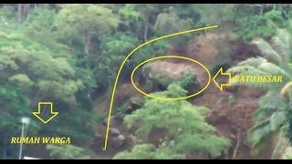 Video Masya Alloh....Detik-Detik Longsor di Jalan Trenggalek-Ponorogo MP3, 3GP, MP4, WEBM, AVI, FLV Agustus 2018