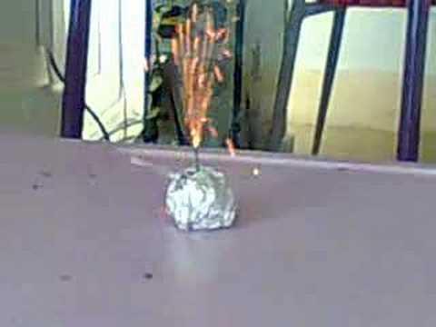 ..... dersanesi sis bombası ve cıngarr :D