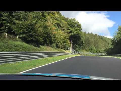 Nurburgring'de surusumu yorumlayan sag koltuk misafirim...