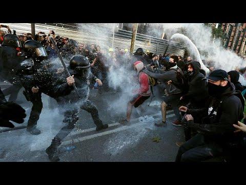 Spanien: Kataloniens Unabhängigkeitsbefürworter demonstrieren gegen Polizei