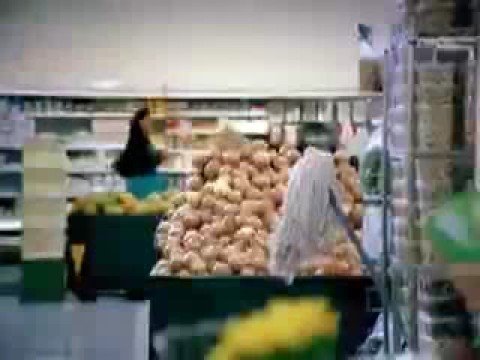 Commercial for Swiffer Starter Kit (2009) (Television Commercial)