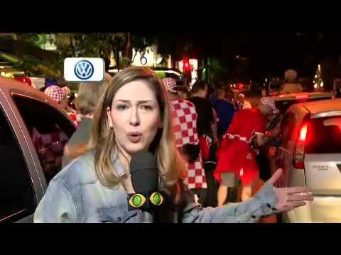 Torcedores croatas fazem festa em bar em Pinheiros