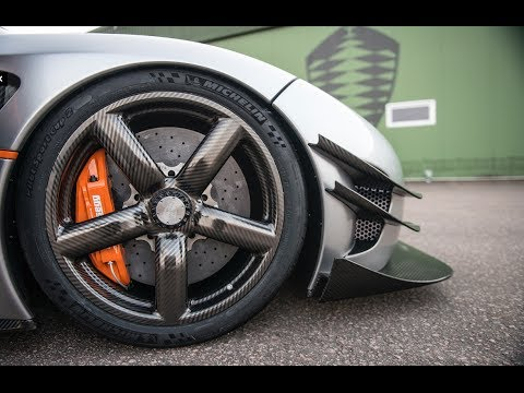 Koenigsegg's carbon fiber wheels. Look how easily he lifts the wheel at 10:15.