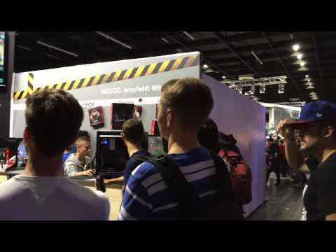 a little video show matches on the Tt eSPORTS booth