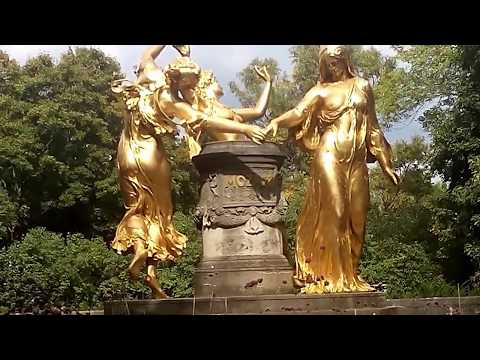 Dresden Bürgerwiese - Mozartbrunnen - Goldbelegte Statuen