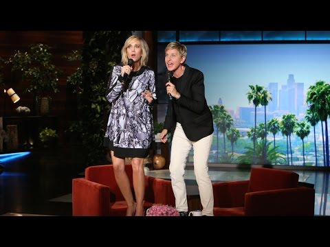 Ellen and Kristen Wiig Sing  Let It Go
