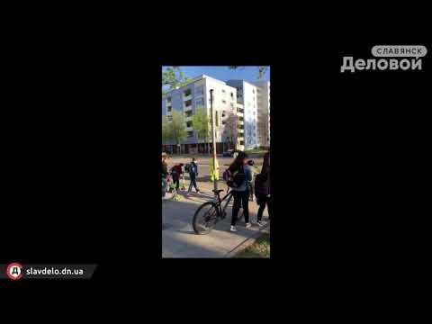 Дети переходят дорогу в Германии - DomaVideo.Ru