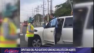 Diputado del PLD Gustavo Sánchez discute con agente de AMET al intentar cruzar intercepción en rojo
