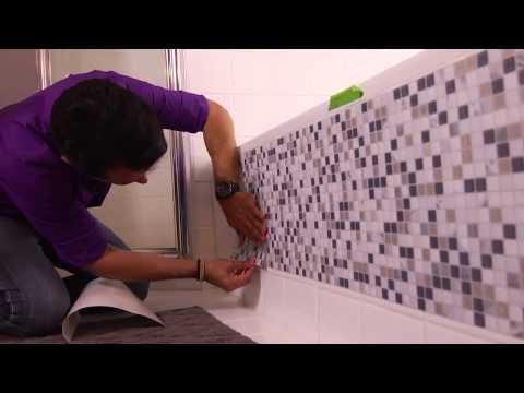Autoadhesivos para azulejos videos videos relacionados for Revestimiento adhesivo bano