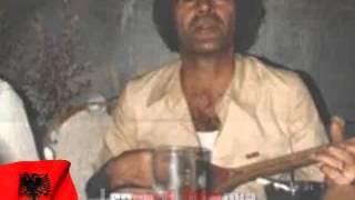 Download Lagu në vitin e 1981 Bilbili i Kosoves Augustin Ukaj Ne Mitrovice po e rrehin telin Mp3