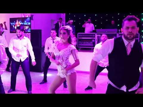 Невеста танцует без юбки перед гостями
