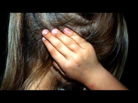 Video Professora é flagrada ameaçando e xingando crianças em creche | Primeiro Impacto (20/04/18) download in MP3, 3GP, MP4, WEBM, AVI, FLV January 2017
