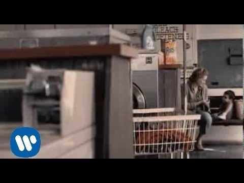 Escucha Atento - Laura Pausini (Video)