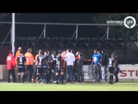 Rellen tussen voetbalfans in Almere