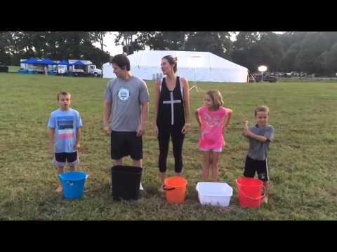 Mark Wahlberg – Ice Bucket Challenge - (August 22, 2014)