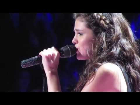 """سيلينا جوميز تبكي على المسرح أثناء غناء """"Love Will Remember"""" والسبب """"instagram"""""""