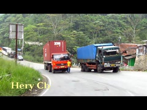 Truck Kontainer Ga Kuat Nanjak,mundur Lg Kebawah,Tanjakan Wadon,Bandung Barat