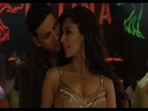 Akshay's shows his hot salsa moves - Desi Boyz (видео)