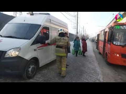 Иномарка сбила женщину на автобусной остановке в Нижнем Новгороде