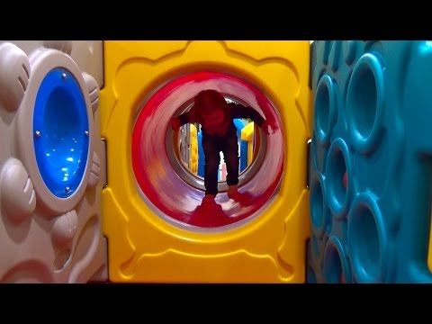 Детская площадка в магазине игрушек Мега Антошка - DomaVideo.Ru